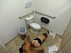 Sexo no banheiro da balada