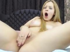 Loira novinha se masturbando e gozando