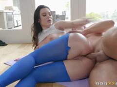 Garota de bunda gostosa fazendo sexo anal apertadinho
