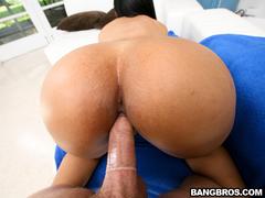 Sexo oral e vaginal com a latina rabuda