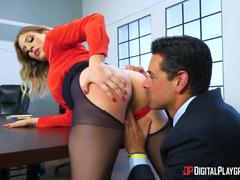 Secretaria safada na sala do chefe