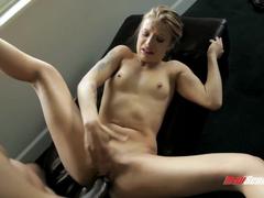 Negro fazendo sexo com a loira